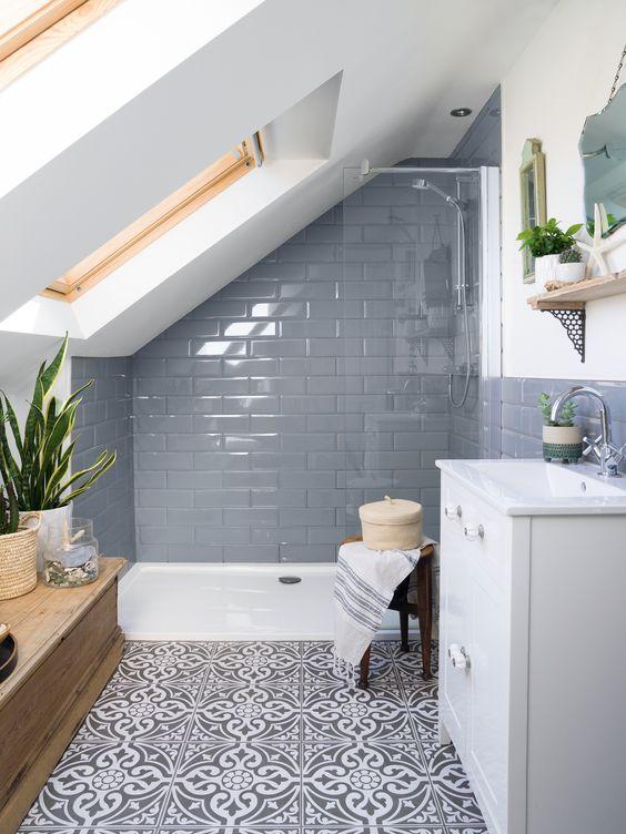 Łazienka na poddaszu – jak urządzić ją w praktyczny i ...