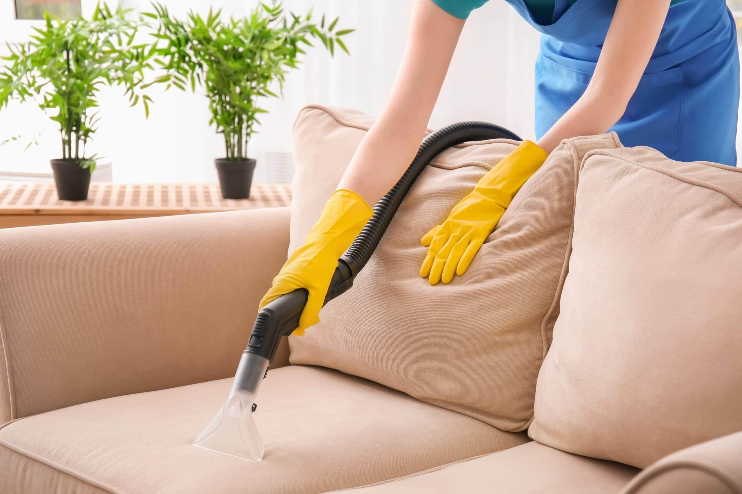 Jak sprawić, by tapicerka sofy mniej się brudziła? 1