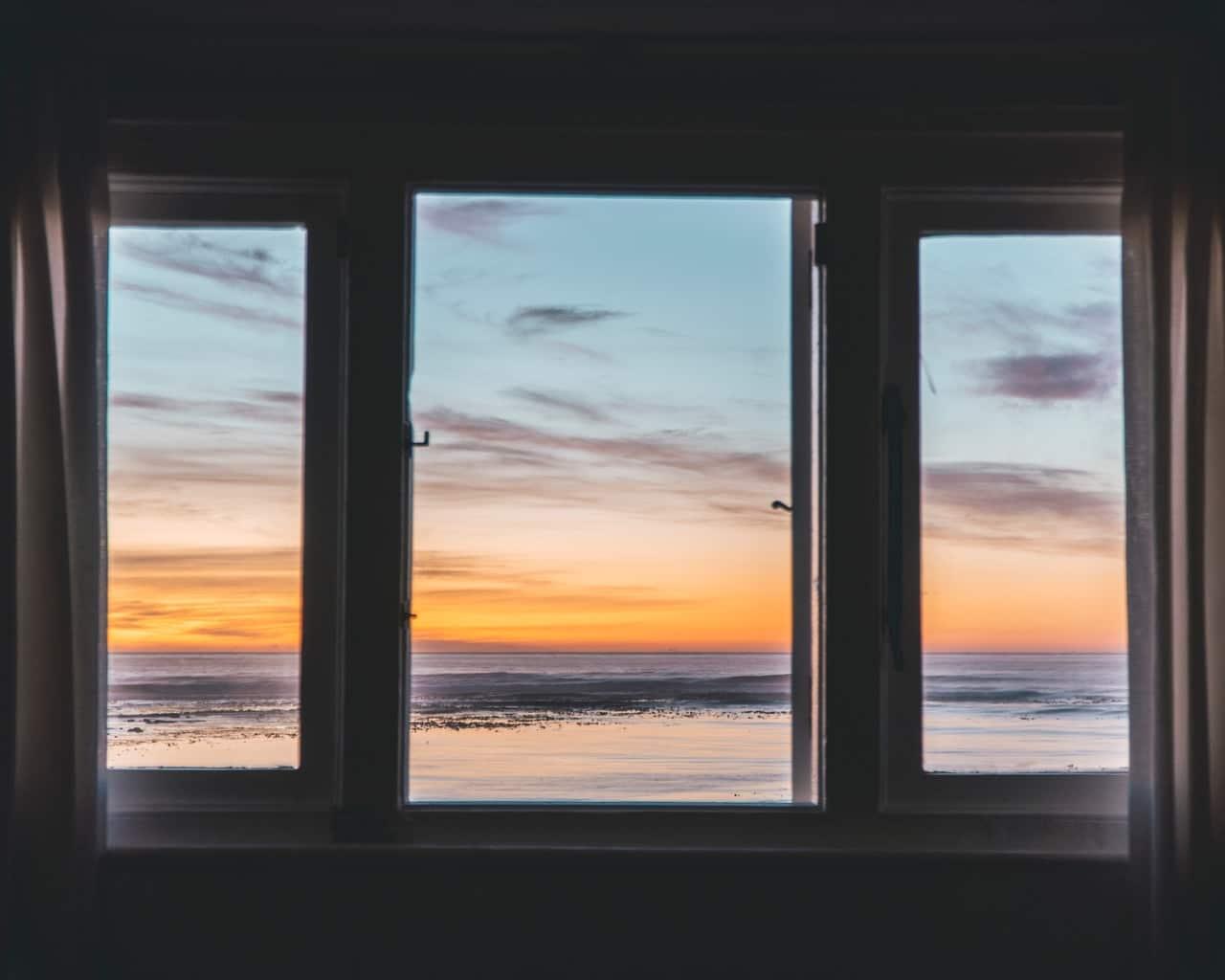 Polerowanie szyb okiennych – czy da się naprawić szybę w oknie? 1