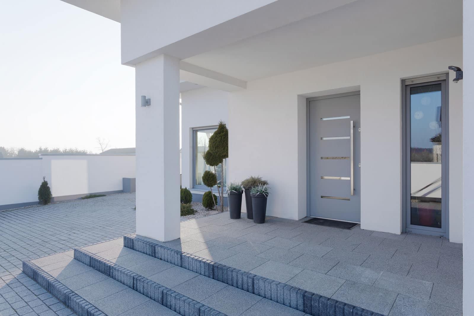 Jak wybrać bezpieczne, trwałe i niezwykle reprezentacyjne drzwi zewnętrzne? 1