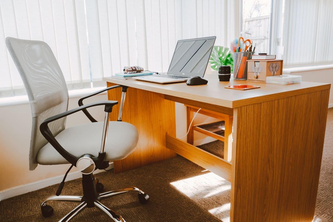 Jak wybrać fotel biurowy i kiedy warto stawiać na produkty marki Halmar? 1